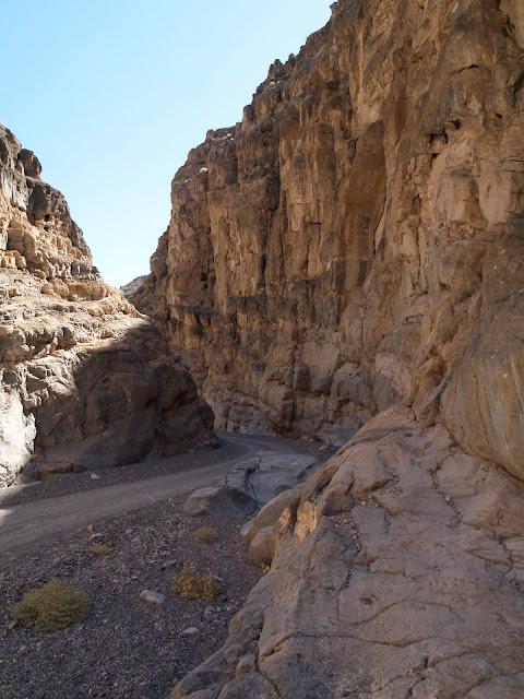 Imagen de la pista que atraviesa Titus Canyon en Death Valley