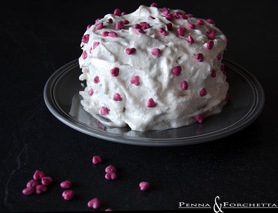 red velvet cake con glassa allo sciroppo di mele cotogne - red velvet cake with quince's syrup frosting