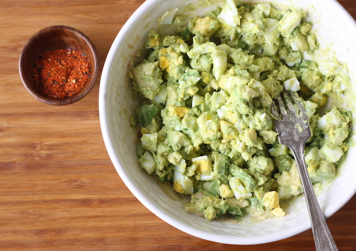 Avocado egg salad recipe by SeasonWithSpice.com