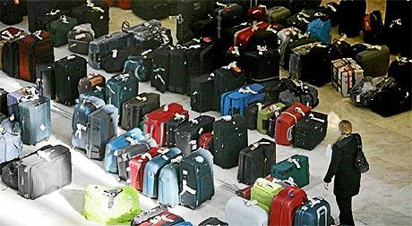 Almacén de maletas perdidas en el aeropuerto