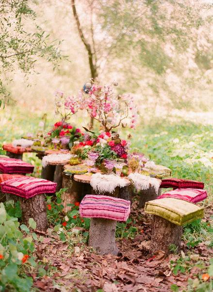 Romantic Backyard Picnic Ideas : Beautiful french chic dinner decor Love the red against white Not