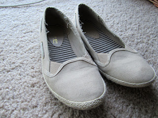 shoes is from goodwill be sure to pick a light colored pair of shoes. Black Bedroom Furniture Sets. Home Design Ideas