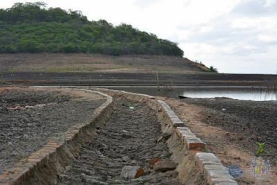 Varjora: Ruínas do reservatório do Ararinha já podem ser vistas com a seca do Araras.