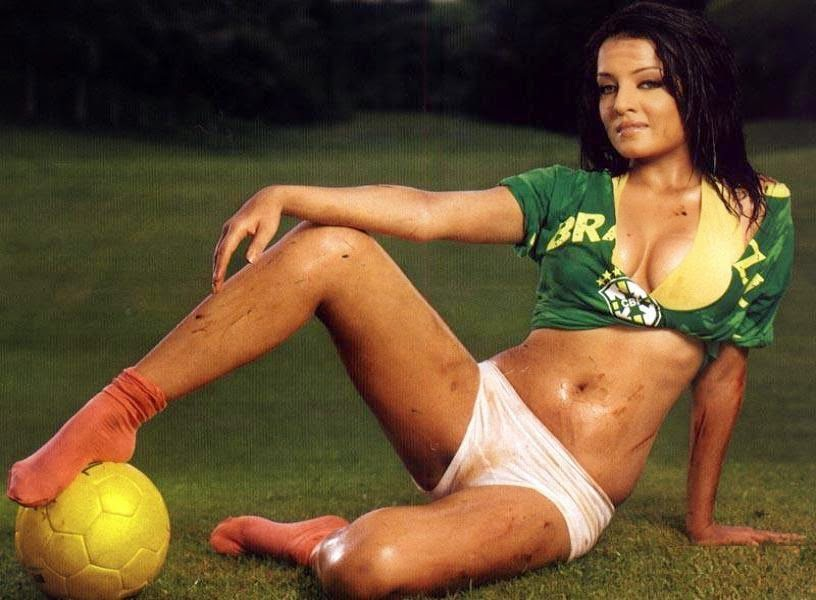 hindi actress Celina Jaitly playing with football