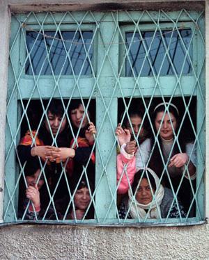 """""""Phá trinh"""" nữ tử tù trước khi hành hình ở IRAN 13"""