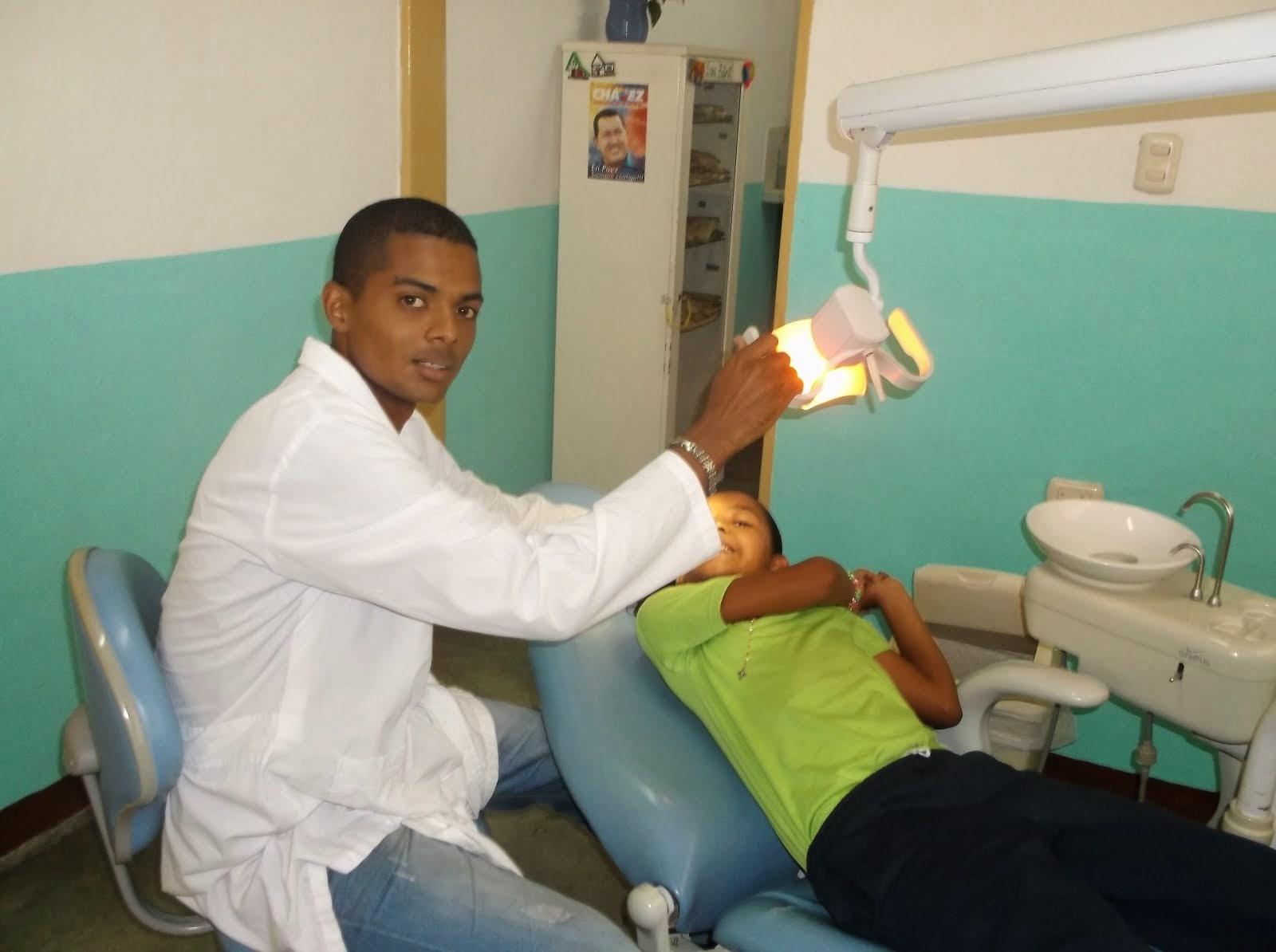 Médico Cubano de Barrio Adentro