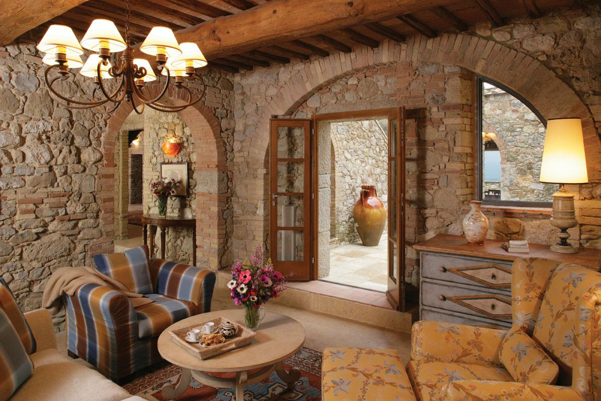 Tosk nska luxusn vila living styles for Arredare appartamento seminterrato