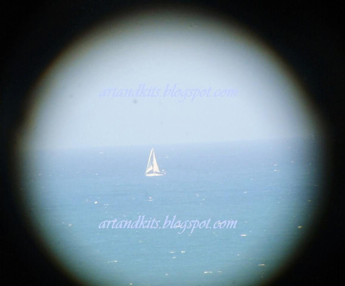 A vida é como uma viagem... Só se consegue cruzar o oceano, quando se tem a coragem de perder a costa de vista. / Life is like a journey... you can only cross the ocean, when you have the courage to lose sight of the shore.
