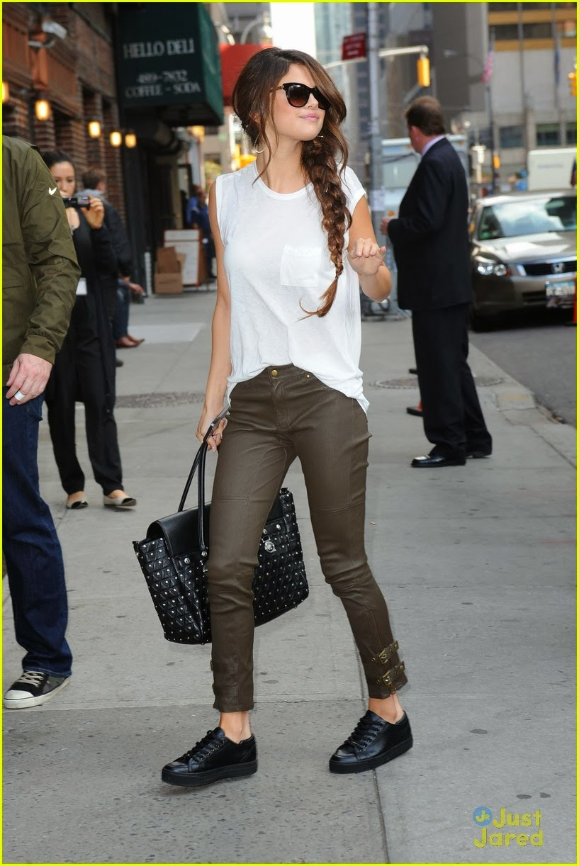 outstanding outfit casual selena gomez 8