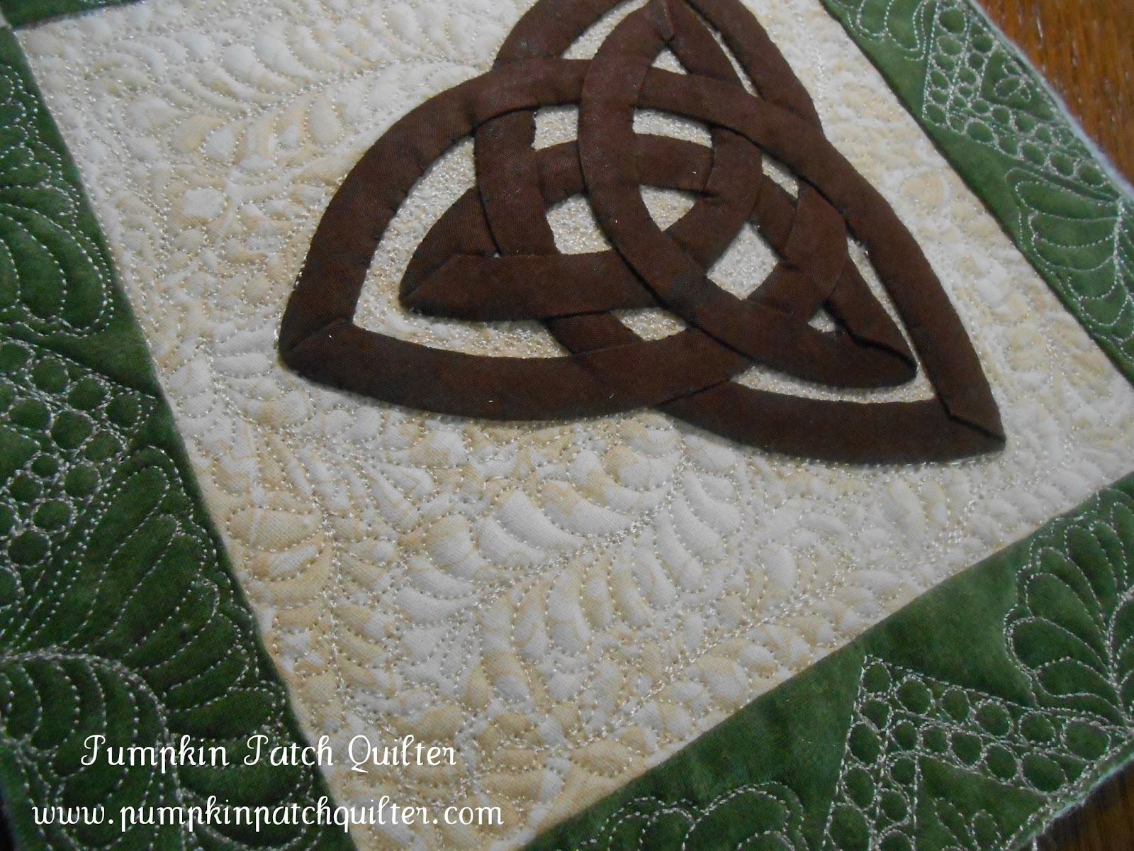 Pumpkin Patch Quilter: Miniature Celtic Knot Quilt and FMQ Feather ... : knotting quilts - Adamdwight.com