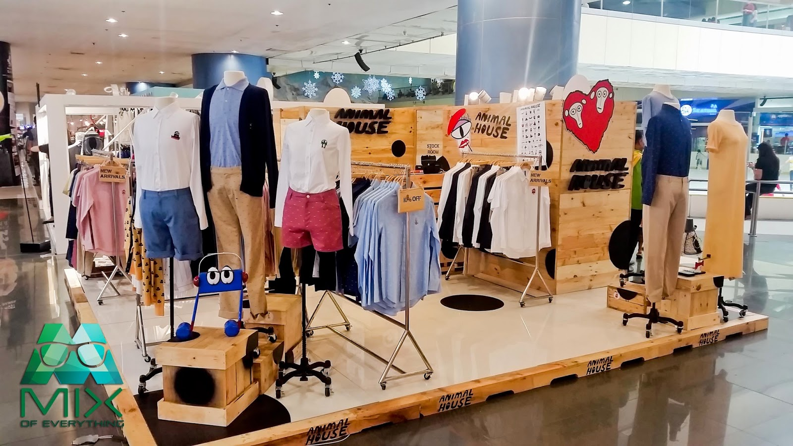 Save fashion pop up store