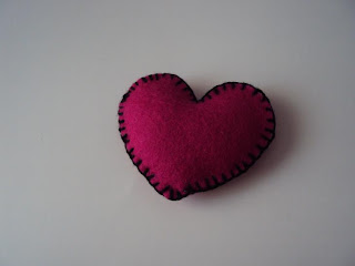 Broche corazon fieltro