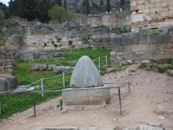 Delfos, con sus Templos y su Oráculo.
