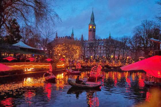 Weihnachtsmarkt im Kopenhagener Tivoli Vergnügungspark