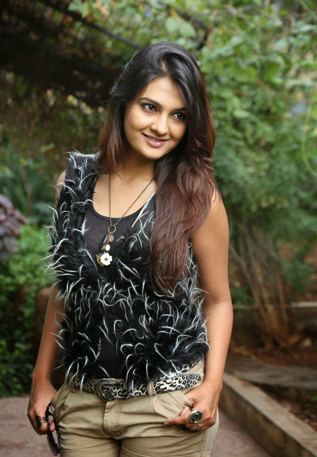 Neha Deshpande spicy shorts photos