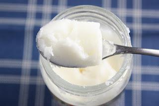słoik z masłem kokosowym