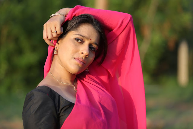Rashmi Gautam in Black Saree with Pink Pallu and Spicy Deep Neck Front open Blouse Spicy Pics from movie tur Talkies