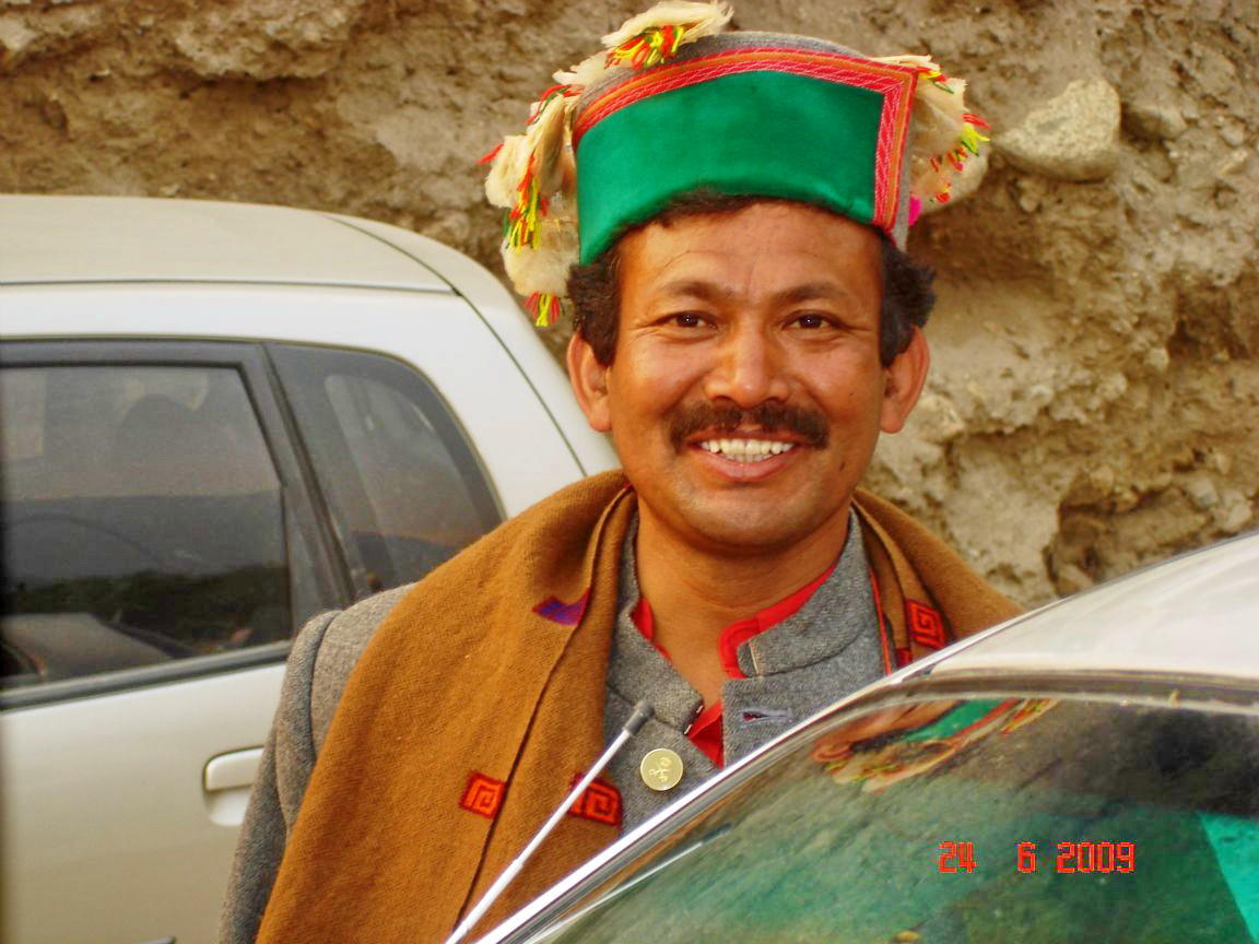 http://3.bp.blogspot.com/-vV1aElG0ujE/T3_pAYTMWfI/AAAAAAAABBo/yotyTyE-FyE/s1600/kinnaur-s-smile-harsil-india+1152_12939849813-tpfil02aw-19390.jpg