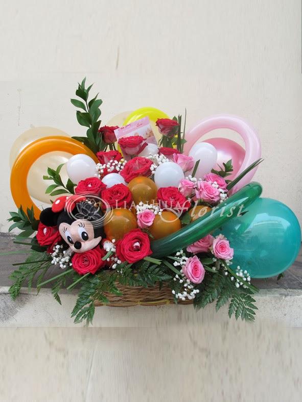 rangkaian balon dan bunga special untuk bayi perempuan