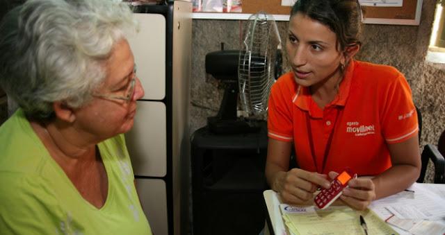 VTelca, la empresa venezolana encargada del ensamblaje del popular Vergatario, ha distribuido más de 5 mil teléfonos S202, caracterizado por sus grandes teclas y su sistema braille para garantizar su usabilidad a personas de visión reducida. La distribución, hecha con el apoyo de Movilnet, se dio entre el 18 y 19 de noviembre en todo el territorio nacional, entregándose un total de 5 mil 732 celulares VTelca S202. Recordemos que, además de las teclas para personas de visión reducida, este equipo ofrece funciones dereconocimiento de voz, batería de larga duración, frecuencia GSM 850 MHz, además de registro de llamadas, directorio
