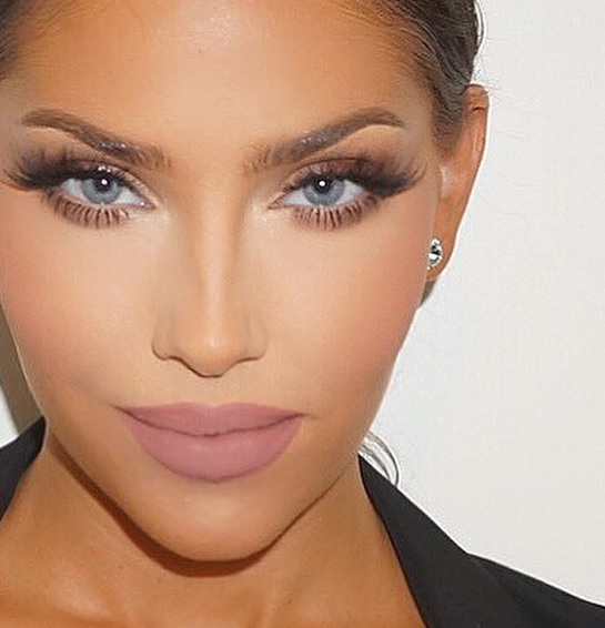 Current Top Celebrity Makeup Trends Glam Multi Dimensional Lashes