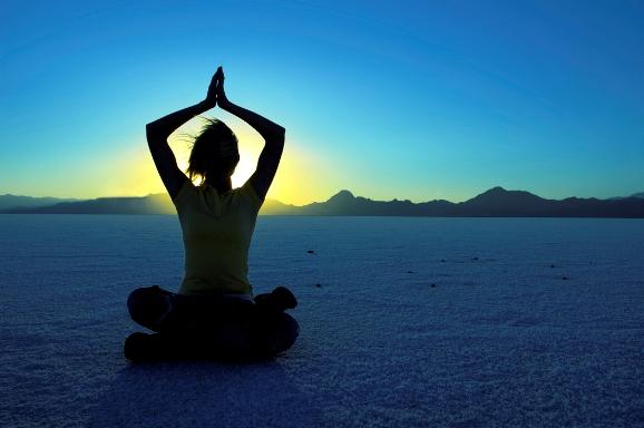 Pentingnya Melakukan Yoga