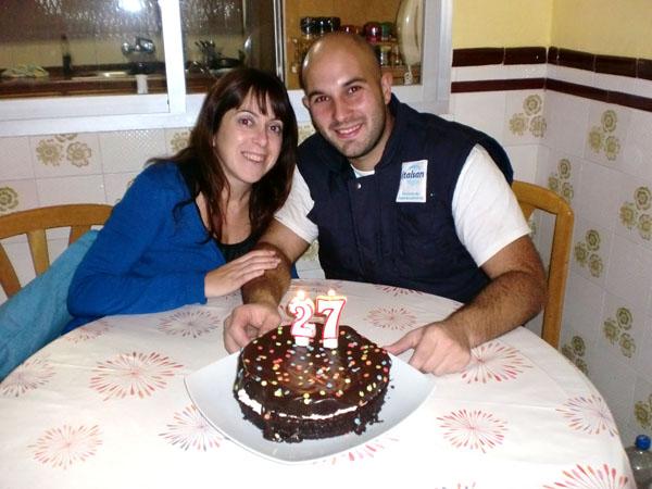 Miguel con mi hermana y el mejor pastel de chocolate