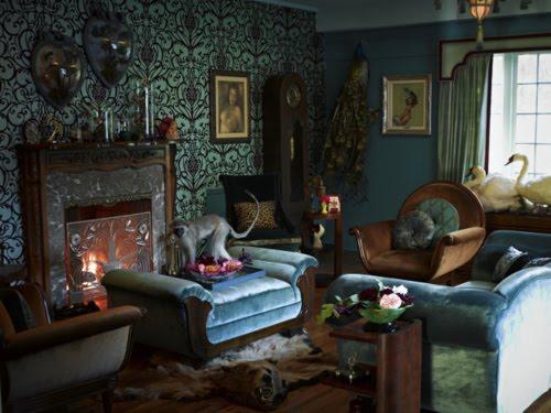 Anachronistic style living la vida dita for Burlesque bedroom ideas