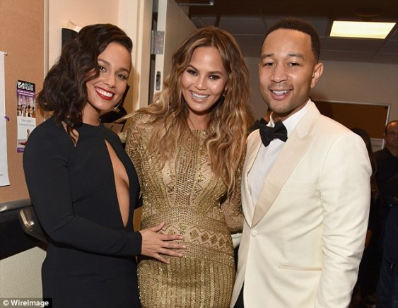 Singer And Mother Of Two Alicia Keys Gave Pregnant Chrissy Teigen S