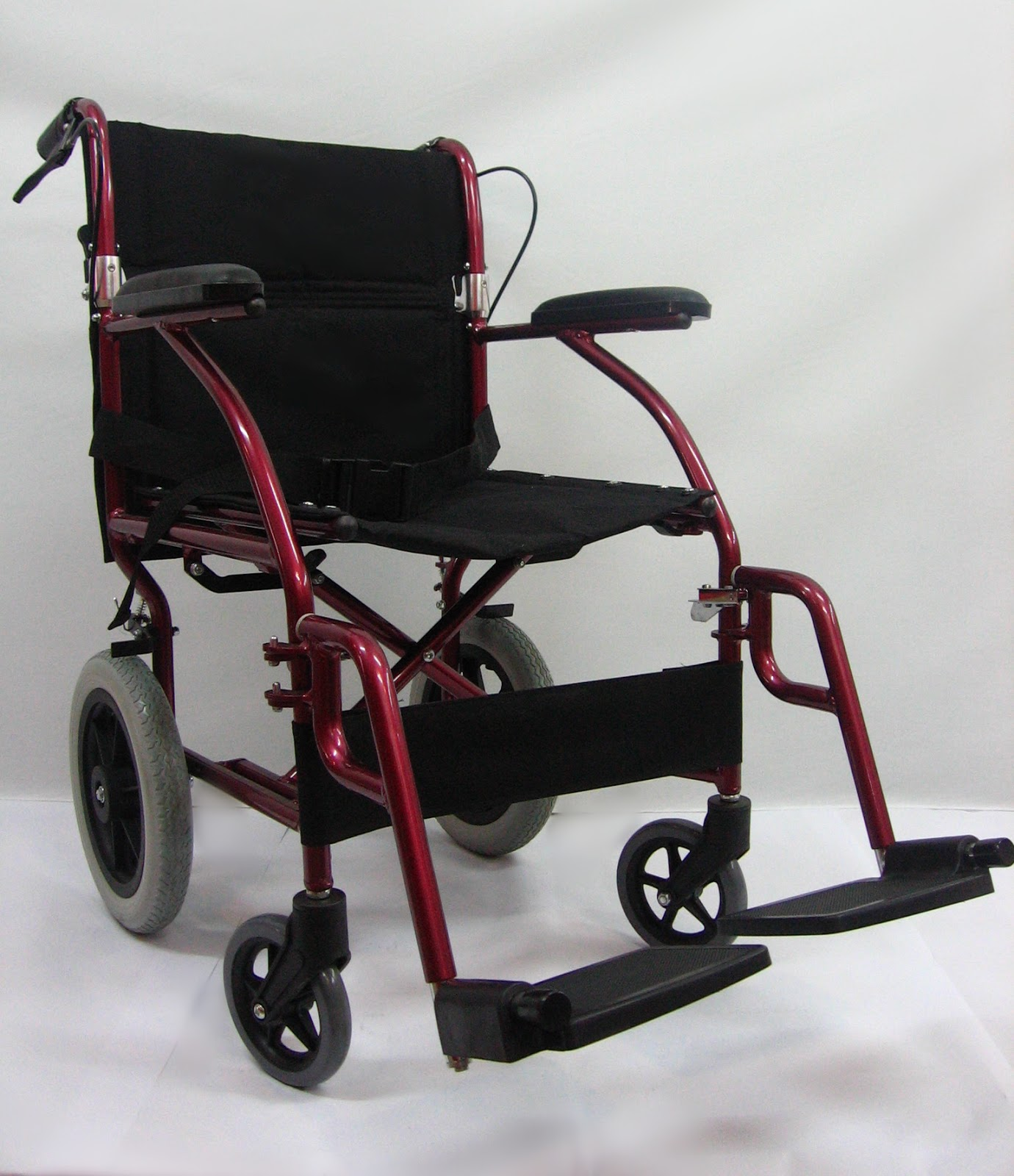 Kerusi roda memindah amat ringan 特轻交通轮椅 Super light weight transit chair ( net weight 9kg to 10kg )