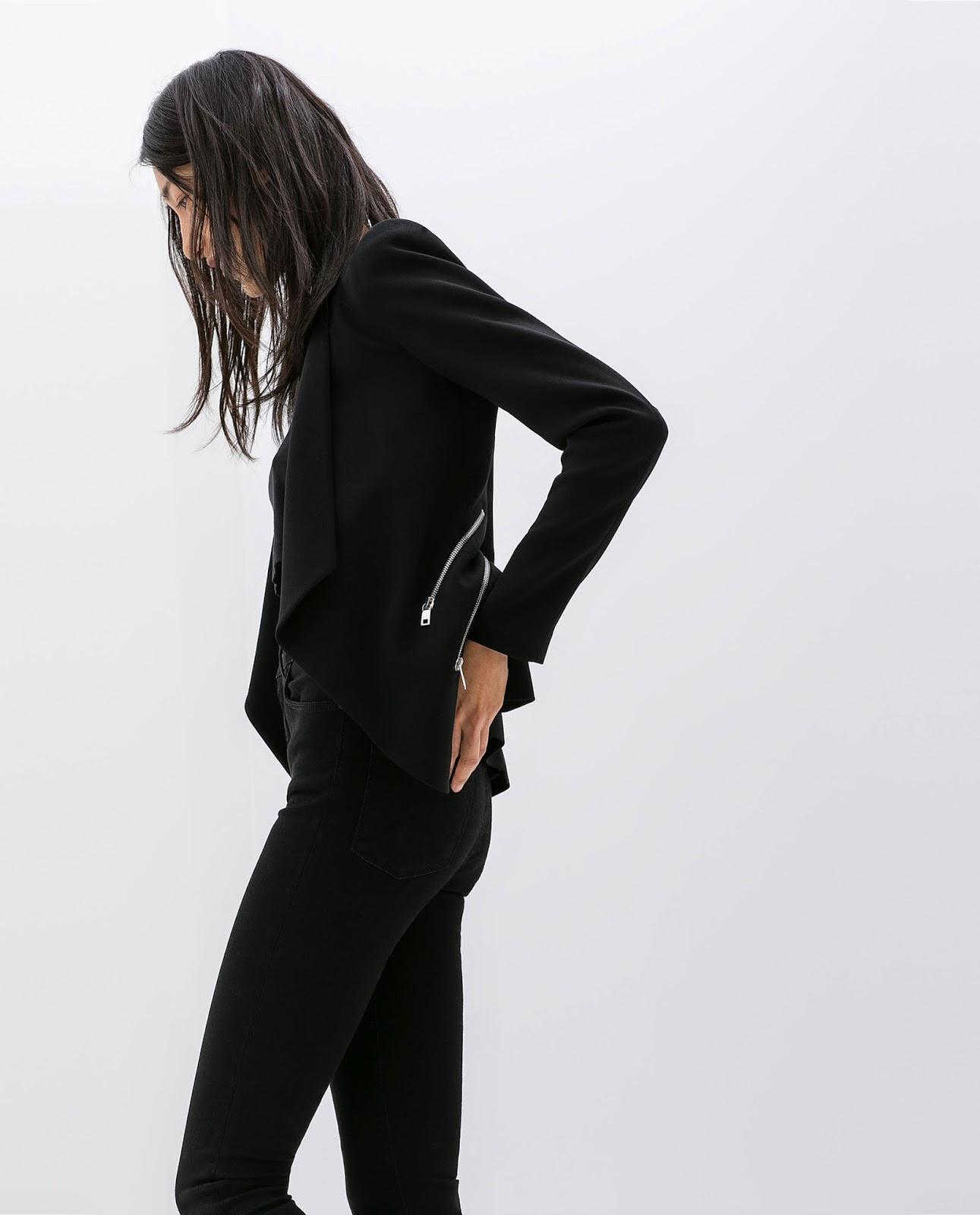 Total look en Negro Zara, Cazadora con cremalleras, pitillos, street style