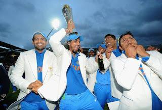 Ishant-Sharma-Suresh-Raina-with-champions-Trophy-2013
