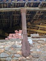 Detall d'una de les columnes de l'eixida