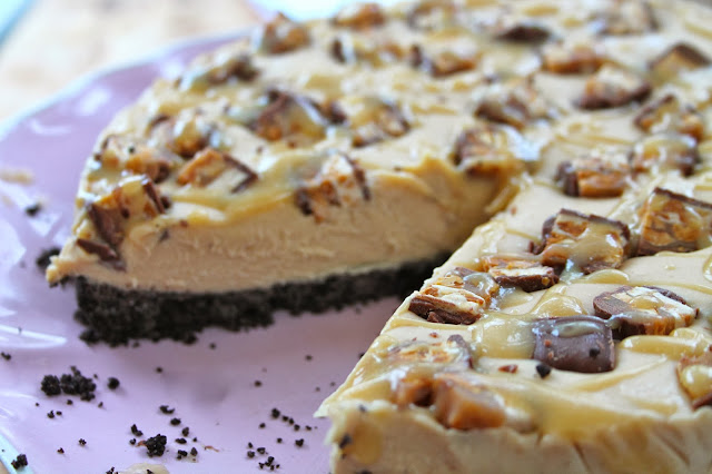Peanut Butter Snickers Cheesecake
