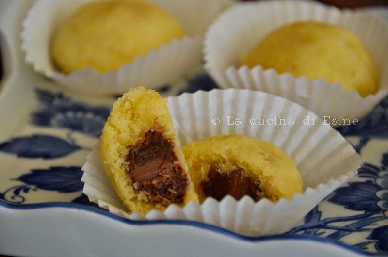 dolcetti al cocco con ovetti di cioccolato