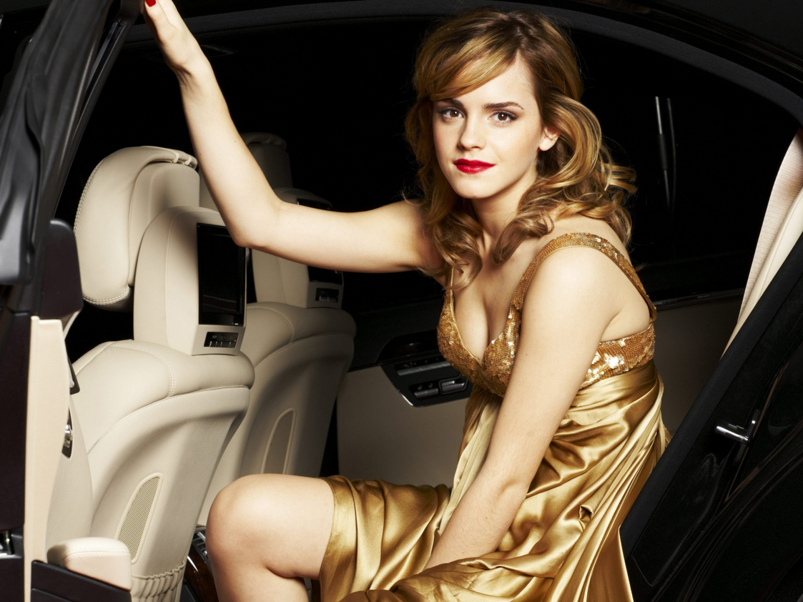 http://3.bp.blogspot.com/-vXIfN2l09qY/UB-tY4ZoAUI/AAAAAAAANaI/2Mt_fEJ8rXc/s1600/The-best-top-desktop-emma-watson-wallpapers-emma-watson-wallpaper-hd-7.jpg