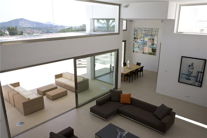 Livings modernos en doble altura new casa minimalista for Casa minimalista living