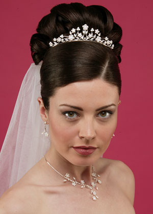 hairstyles for brides, bridal hairstyles, bridesmaid hairstyles, wedding updos, bridesmaids hairstyles