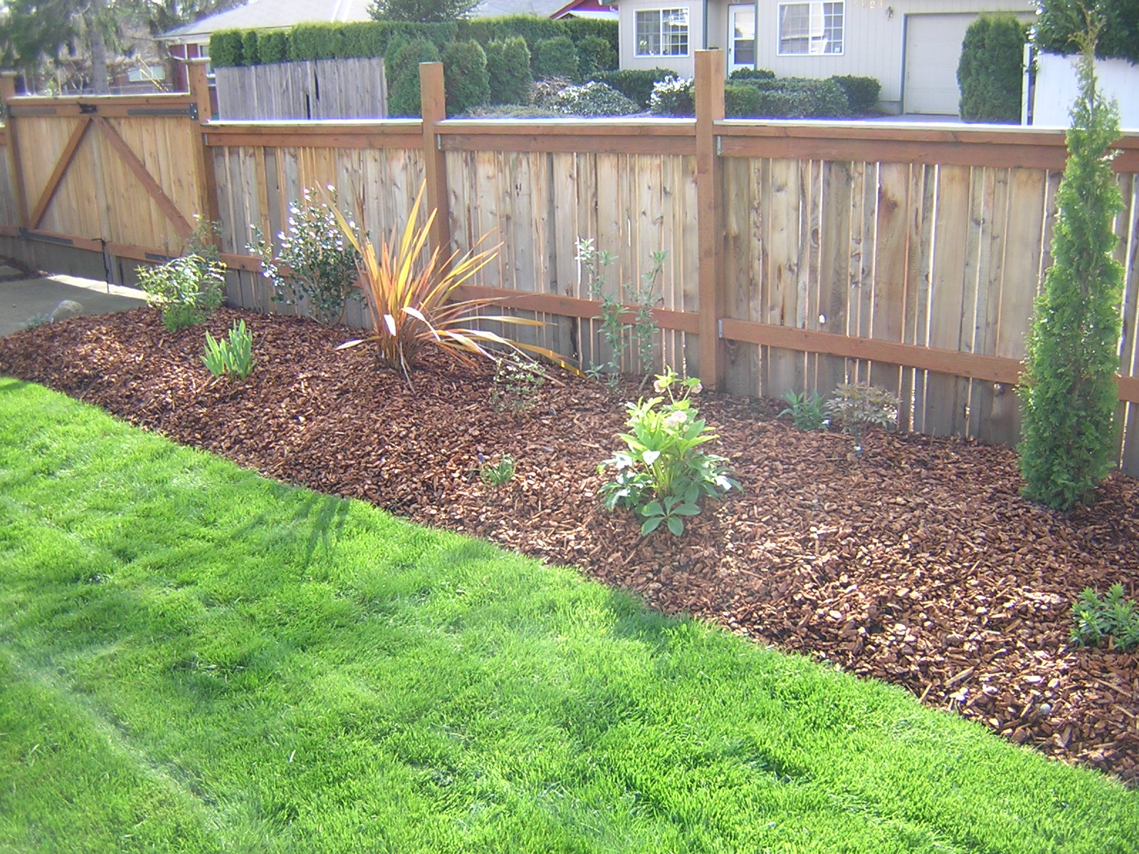Flower bed ideas for front of house photograph flower gard for Front bed landscaping ideas