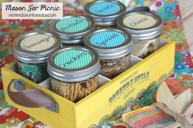 http://yesterdayontuesday.com/2015/05/mason-jar-picnic/