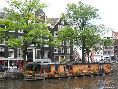 Las principales áreas para conocer son: Leidseplein, Rembrandtplein, la Plaza Dam y el Distrito Rojo. La ciudad de Amsterdam.