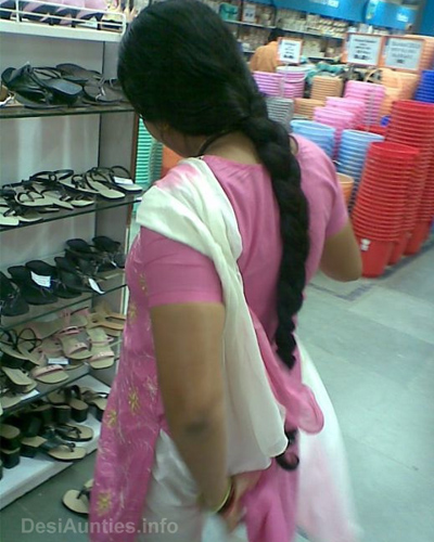 Hot desi aunties backside photos