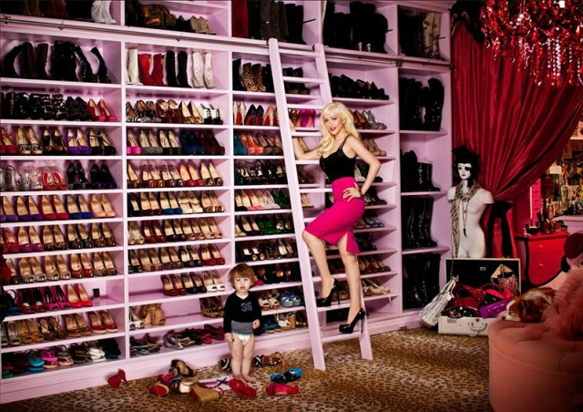 Genial Christina Aguilera Keeps Her Designer Stilettos, Wedges And Boots  Uncluttered And Artfully On Display In A Huge Pink Shoe Closet With A Large  Pink ...