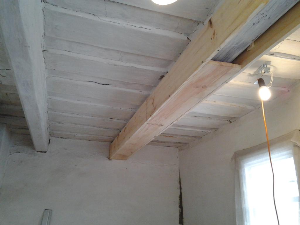 как скрыть потолочные балки в древнем доме