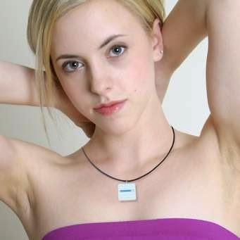 """Wanita Cantik pencipta logo Android """"robot hijau"""""""