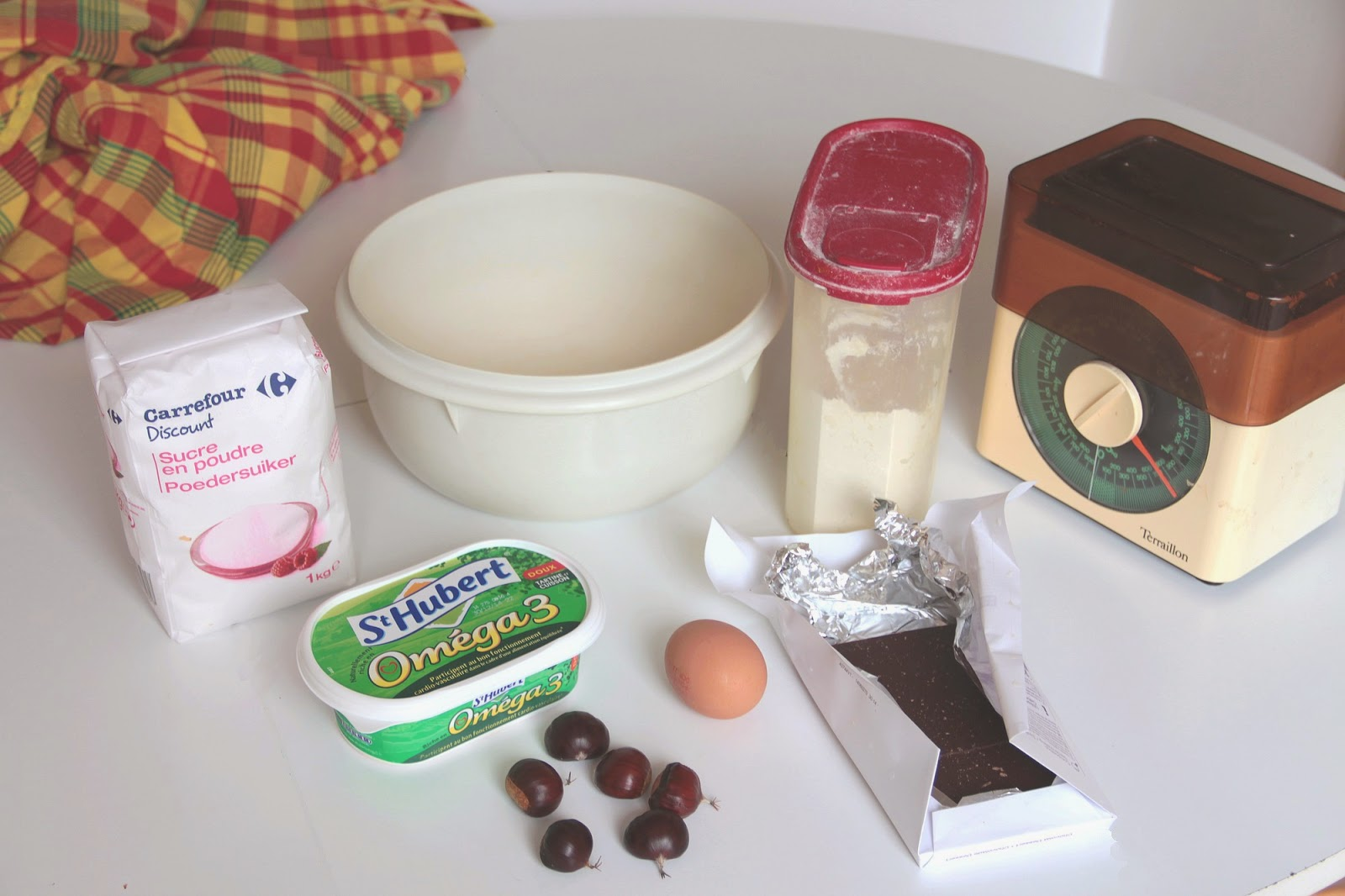 farine, sucre, balance, oeuf, chataigne, chocolat