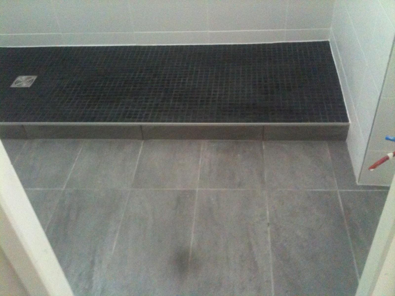 Concept carrelage cr ation salle de bains avec une for Carrelage anthracite