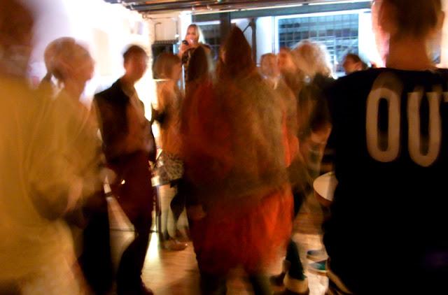 Tanzende Leute bei der Blogst Konferenz 2012