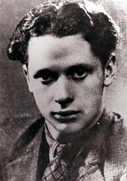 a biography of dylan marlais thomas born in swansea wales Dylan thomas biography  27 - dylan marlais thomas born at 5 cwmdonkin drive, uplands, swansea  leaves the south wales daily post and joins swansea's little .