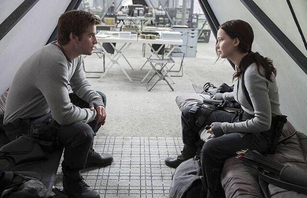 gale katniss mockingjay part 2 still